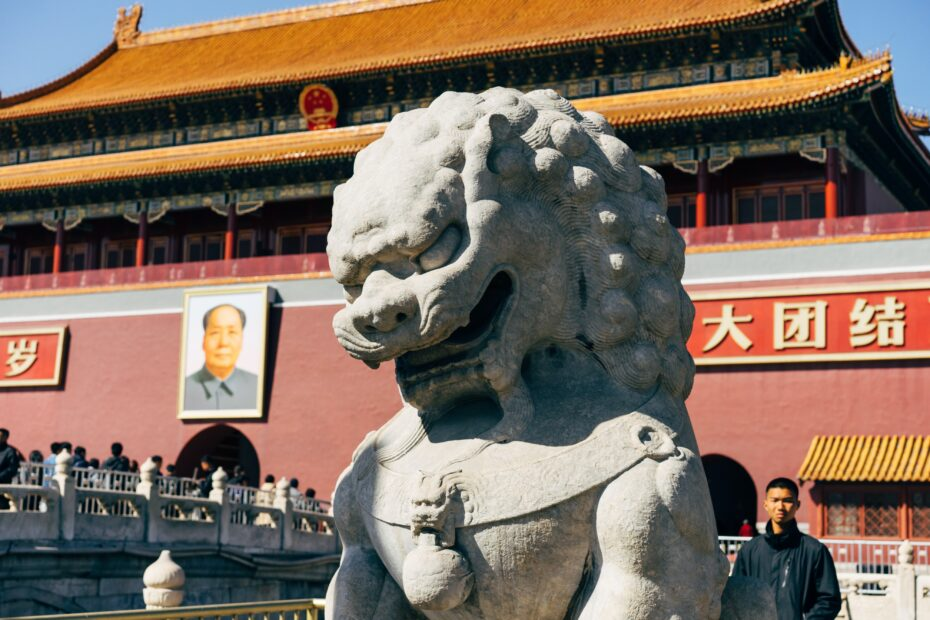 Governo chinês ordena cristãos a substituirem cruzes por imagens de líderes do Partido Comunista